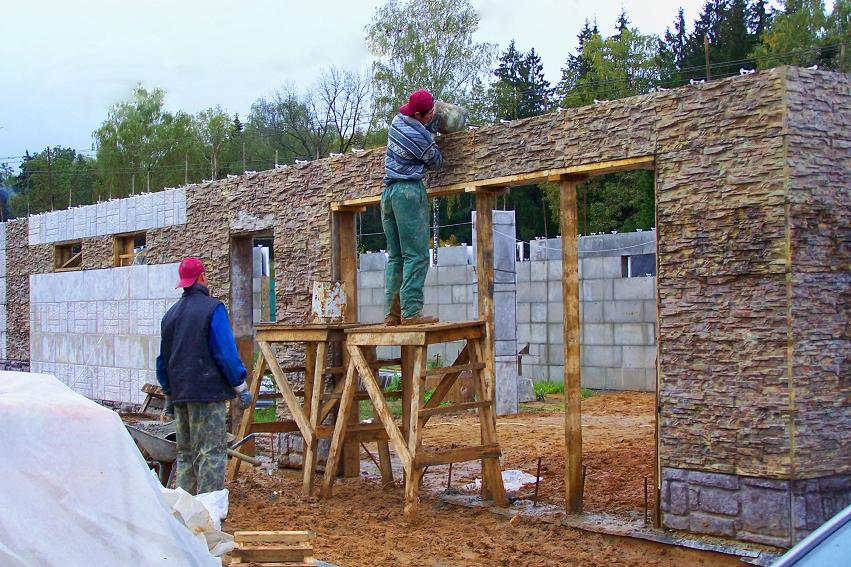 Из чего лучше строить дом своими руками 37